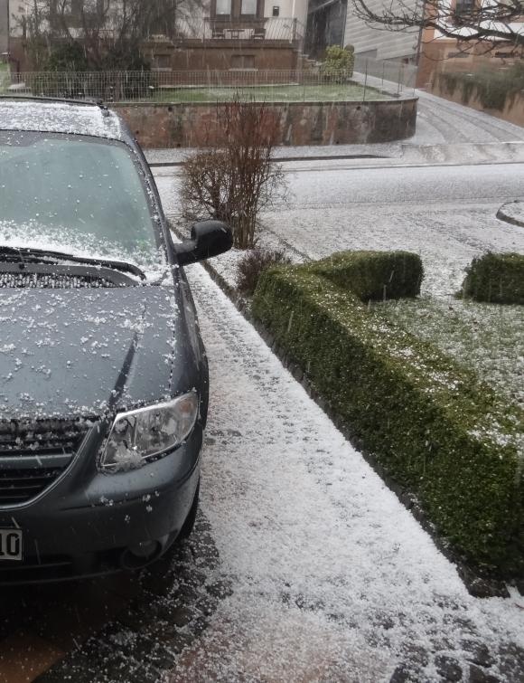 hail_car-20130412
